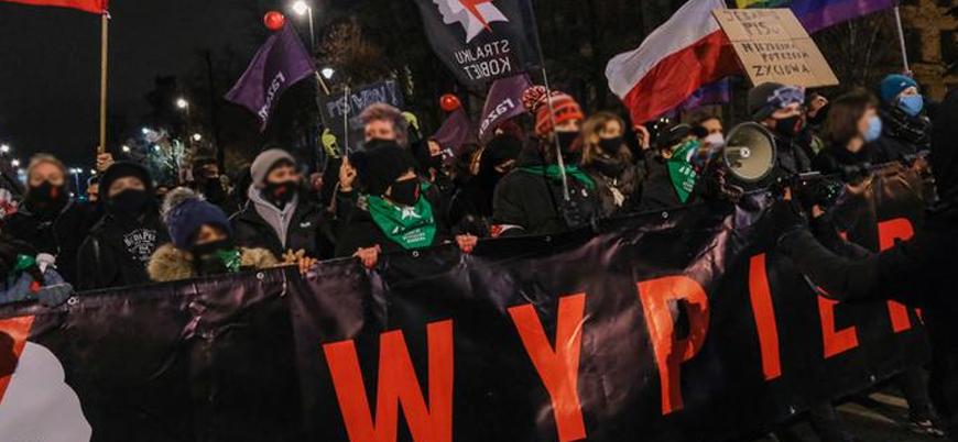Kürtaj yasağı Polonya'yı karıştırdı: Binlerce kişi sokaklara döküldü