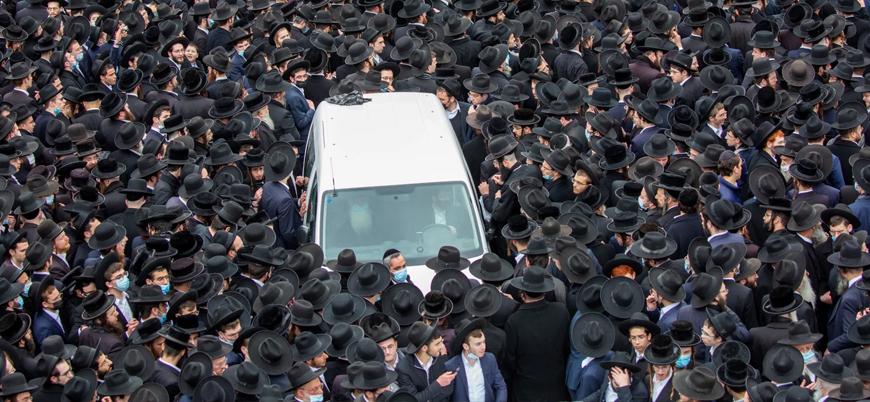 İsrail'de binlerce Yahudi maskesiz şekilde cenaze törenine katıldı