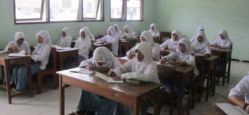 Endonezya, devlet okullarında zorunlu tesettürü yasakladı