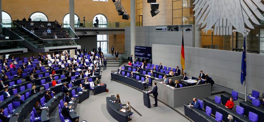 Almanya'da vekil maaşları düşüyor