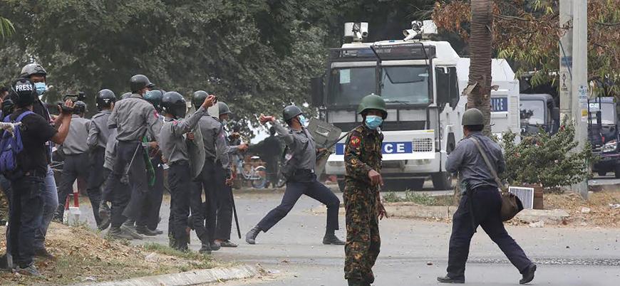 Myanmar'da darbe karşıtı gösterilerde halka ateş açıldı: Ölü ve yaralılar var