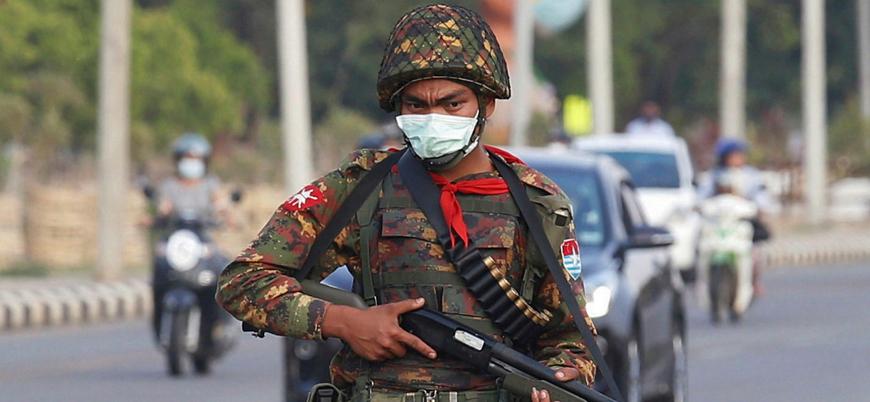 Hindistan'a sığınan Myanmarlı polisler: Eylemcileri öldürme talimatı aldık