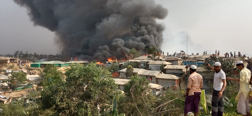 Bangladeş'te Arakan mülteci kamplarında yangın