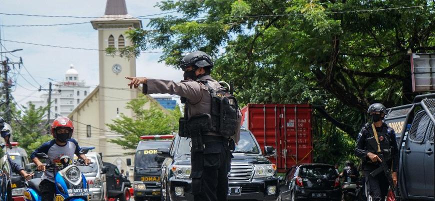 Endonezya'da kiliseye bombalı saldırı