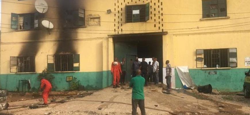 Nijerya'da cezaevi baskınında yüzlerce mahkum serbest kaldı