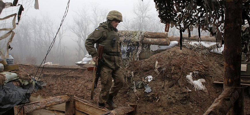 Donbas'ta iki Ukrayna askeri öldü