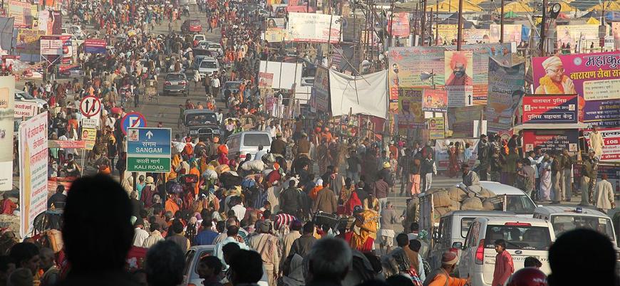 Vaka sayısında başı çeken Hindistan'da binlerce kişi festival kutladı