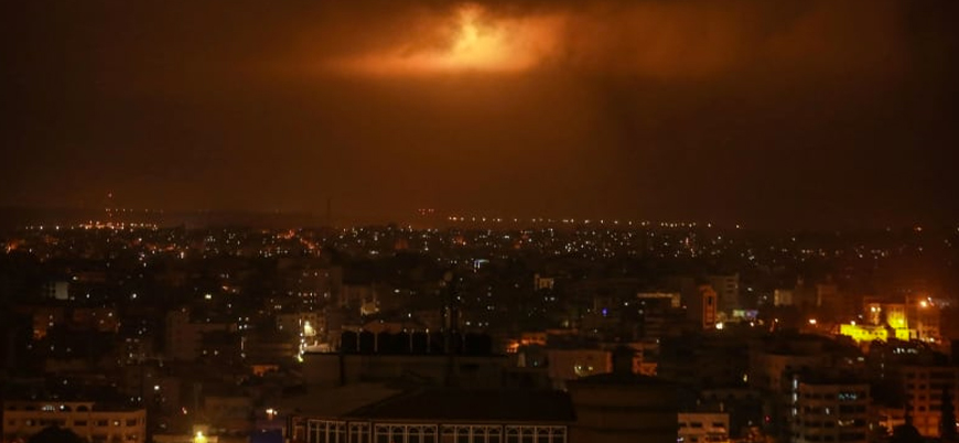 Gazze'den onlarca roket atıldı, İsrail Hamas'ı vurdu