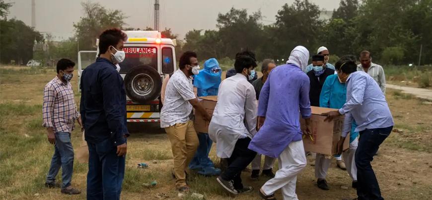 Koronavirüs: Hindistan'da hastanelerde oksijen kaynağı kalmadığı için hastalar ölmeye başladı