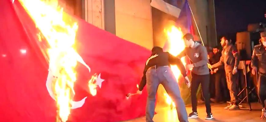 Ermeni göstericiler Türkiye ve Azerbaycan bayraklarını ateşe verdi