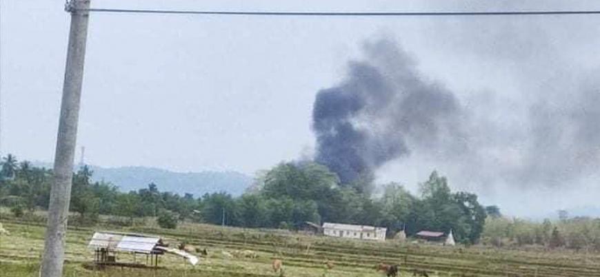 Myanmar'da ordu güçlerine ait helikopter düşürüldü
