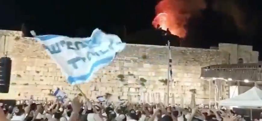Yahudi yerleşimciler Mescid-i Aksa'daki yangını şarkı söyleyerek kutladı
