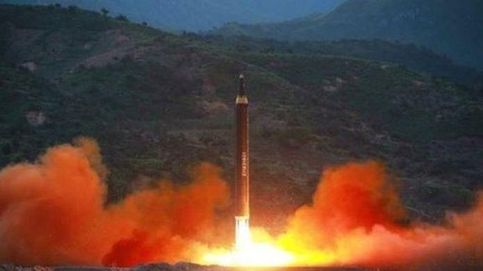 Kuzey Kore'nin füzeleri dünyanın gündeminde: Yeni füze ABD'yi vurabilir mi?