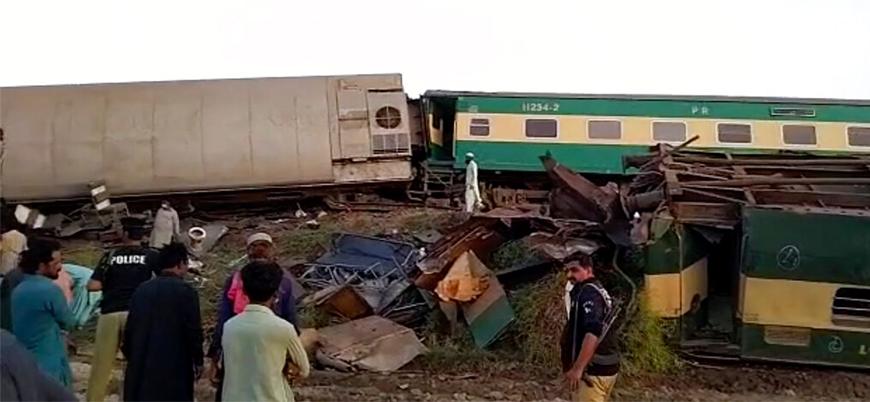 Pakistan'da iki yolcu treni çarpıştı: 30 ölü