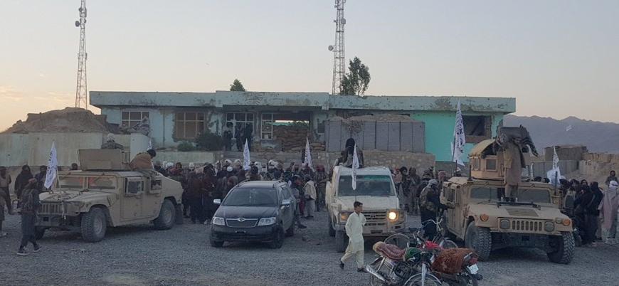Taliban Afganistan'da 20'den fazla ilçe merkezini ele geçirdi