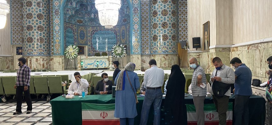 İran'da cumhubaşkanlığı seçimleri için oy verme işlemi başladı