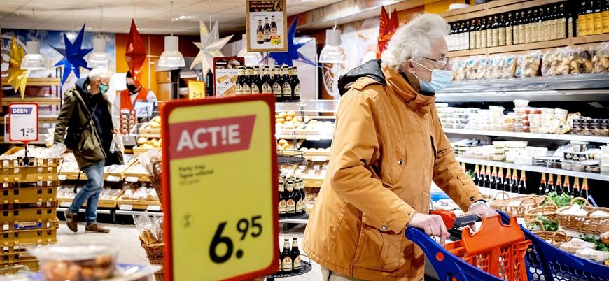 Hollanda kapalı alanda maske zorunluluğunu kaldırıyor