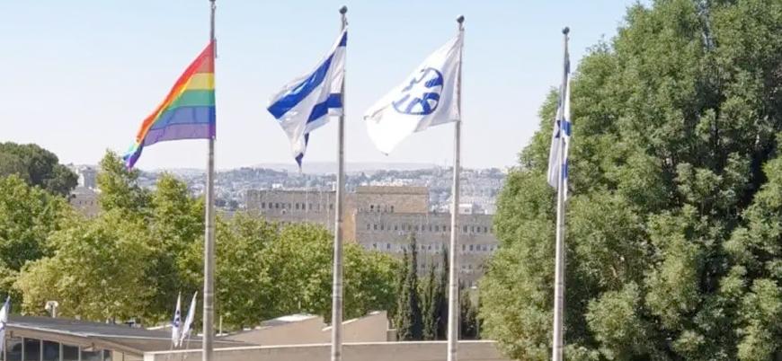 İsrail Dışişleri Bakanlığı'na LGBT bayrağı asıldı