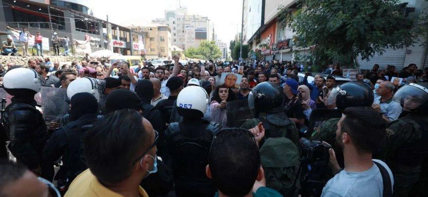 Nizar Benat'ın cenazesinde Mahmud Abbas'a öfke seli