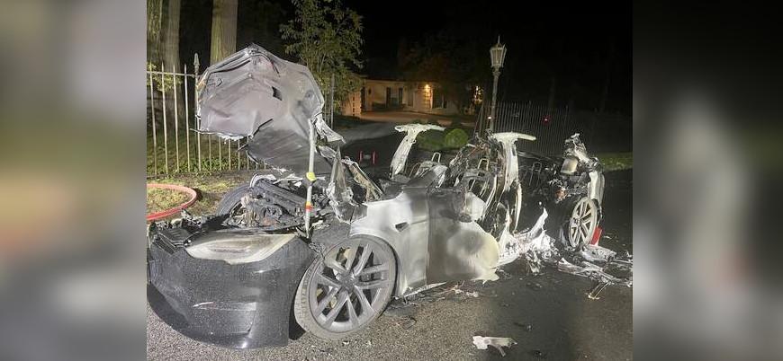 ABD'de alev topuna dönen Tesla'nın sürücüsü son anda kurtuldu