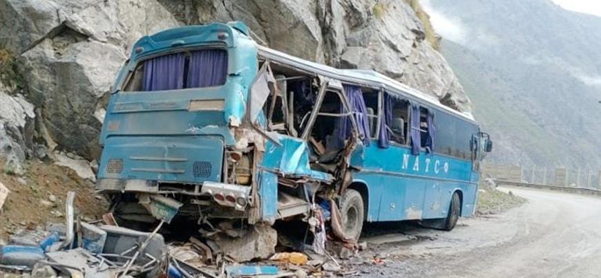 Pakistan'da Çinli işçileri taşıyan otobüse bombalı saldırı: 13 ölü