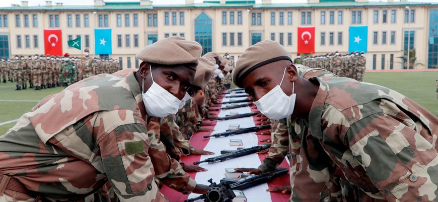 Türkiye'nin eğittiği Somalili bir grup asker göreve başladı
