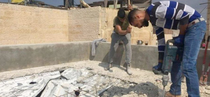 İsrail, Filistinli aileleri kendi elleriyle evlerini yıkmaya zorluyor