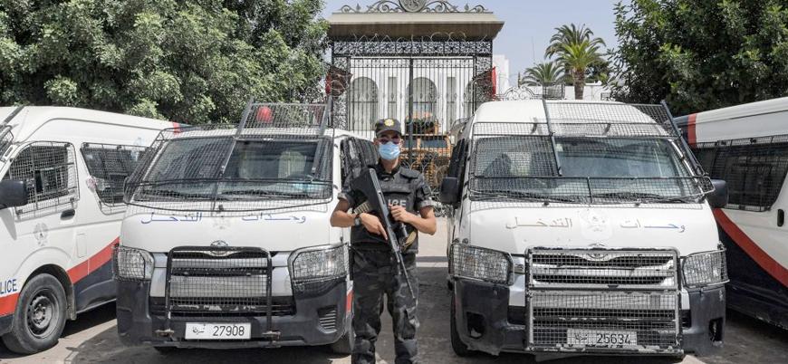 Tunus'ta cumhurbaşkanını eleştiren milletvekilleri tutuklanıyor
