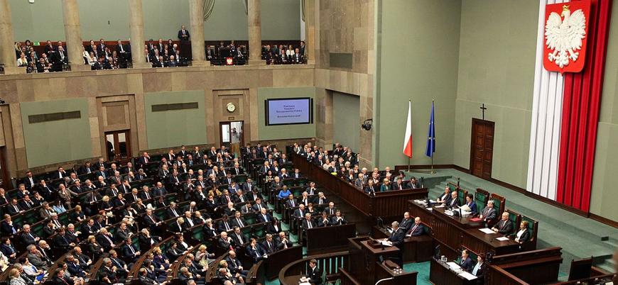 Polonya'da iktidar ortağı koalisyondan çekildi