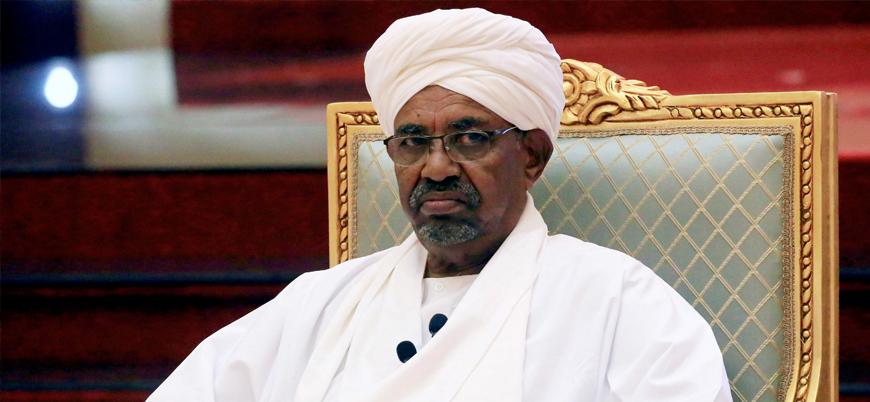 Sudan, eski Cumhurbaşkanı Ömer el Beşir'i Uluslararası Ceza Mahkemesi'ne teslim ediyor