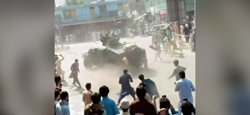 Afganistan'da ABD destekli güçler taşlanıyor
