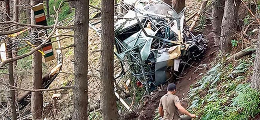 Keşmir'de Hint askeri helikopteri düştü: 2 ölü