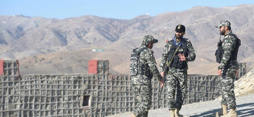 İran içerisinden düzenlenen saldırıda bir Pakistan askeri öldü