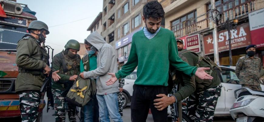 """Pakistan'ın krikette Hindistan'ı yenmesine sevinen Keşmirli öğrencilere """"terör"""" soruşturması"""