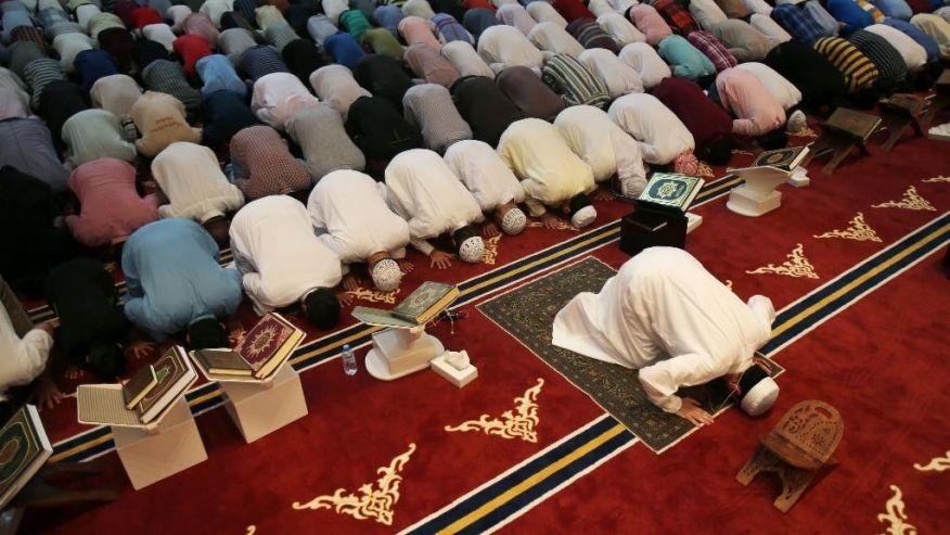 Mısır'da teravihlerin 'sesi kısıldı': Ramazan sessiz, caddeler ölü