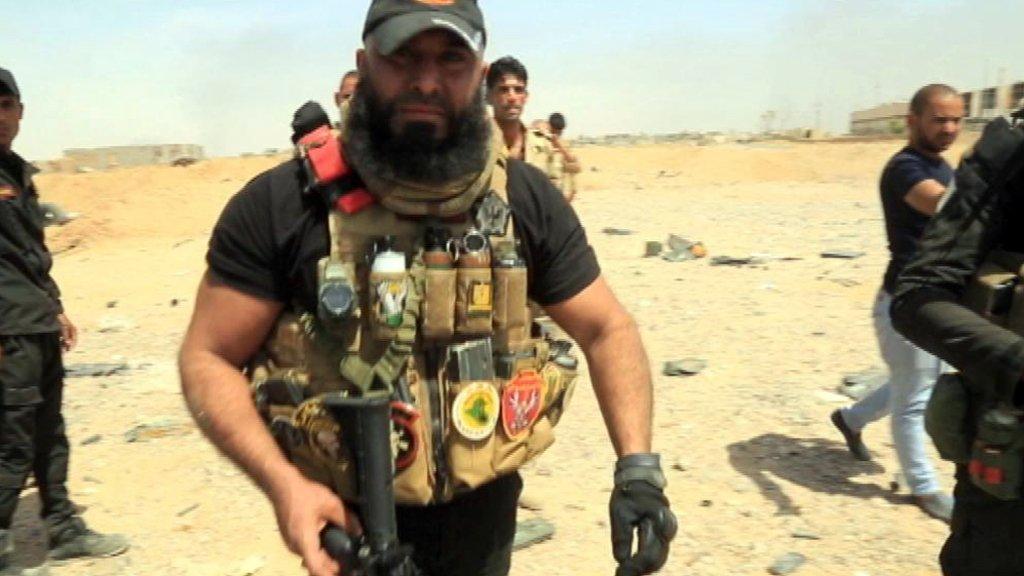 Şii milis komutanı Ebu Azrail Irak'ta cesetleri yakarken görüntülendi