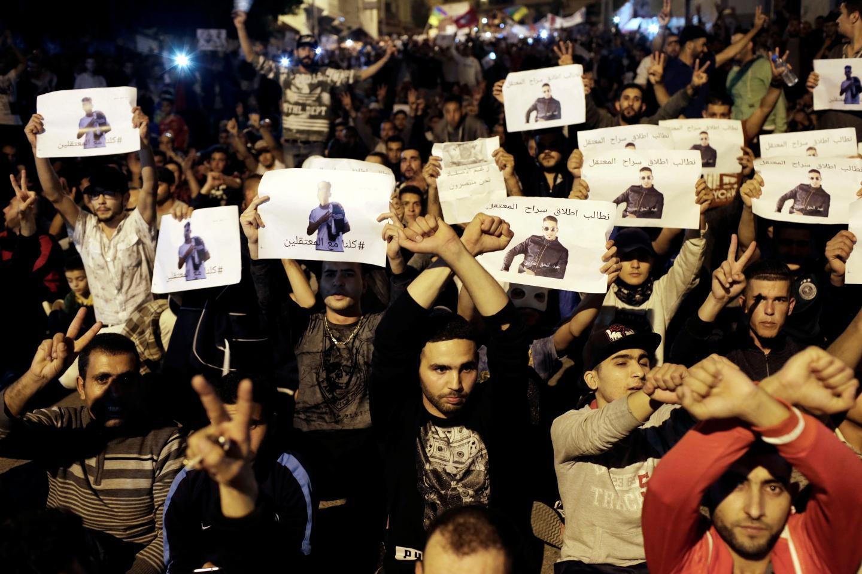 Fas'ta hükümet karşıtları geceyi sokaklarda geçirdi