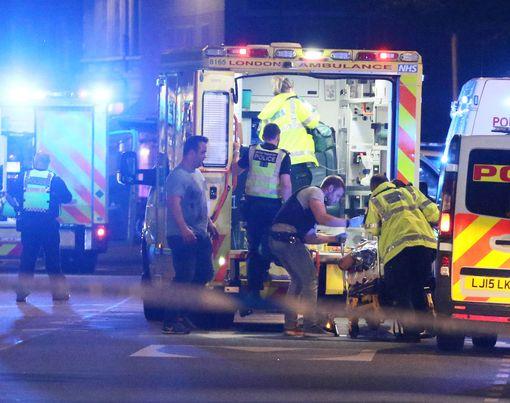 Londra Köprüsü'nde minibüs kalabalığa daldı: 6 ölü