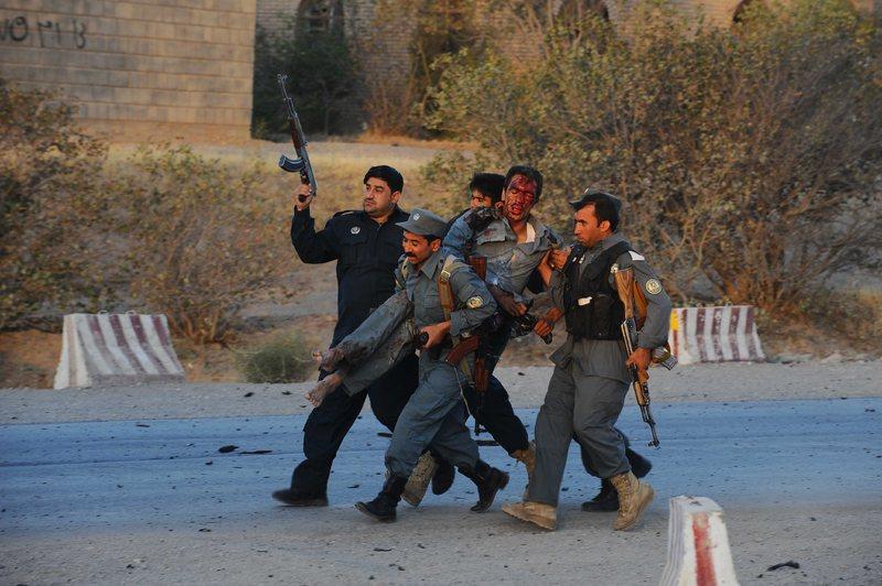 Taliban içeriden saldırdı: en az 30 ölü