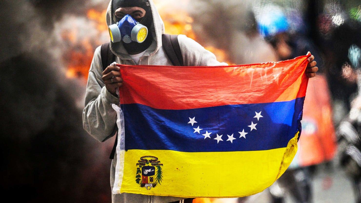 Venezuela'da sokak olayları tırmanışta: En az 65 ölü