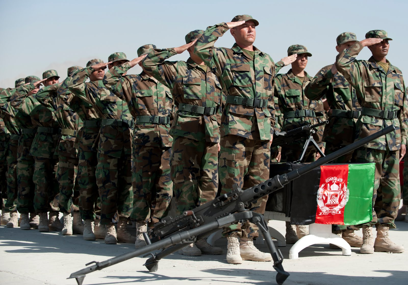 Afganistan'dan güldüren görüntüler: Ulusal Ordu'nun başarısızlığının sırrı ne?