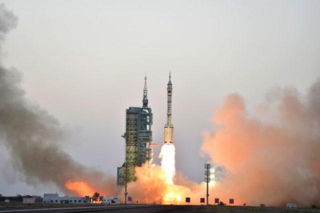 Çin'in ilk uzay teleskobu 'Uzun Yürüyüş' fırlatıldı