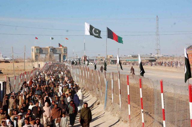 Pakistan, Afganistan sınırına dikenli set çekecek