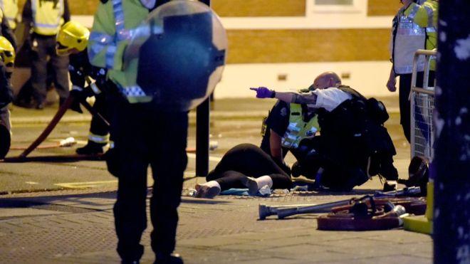Londra'da siyah gencin ölümüne yönelik protestoda polisle çatışma çıktı
