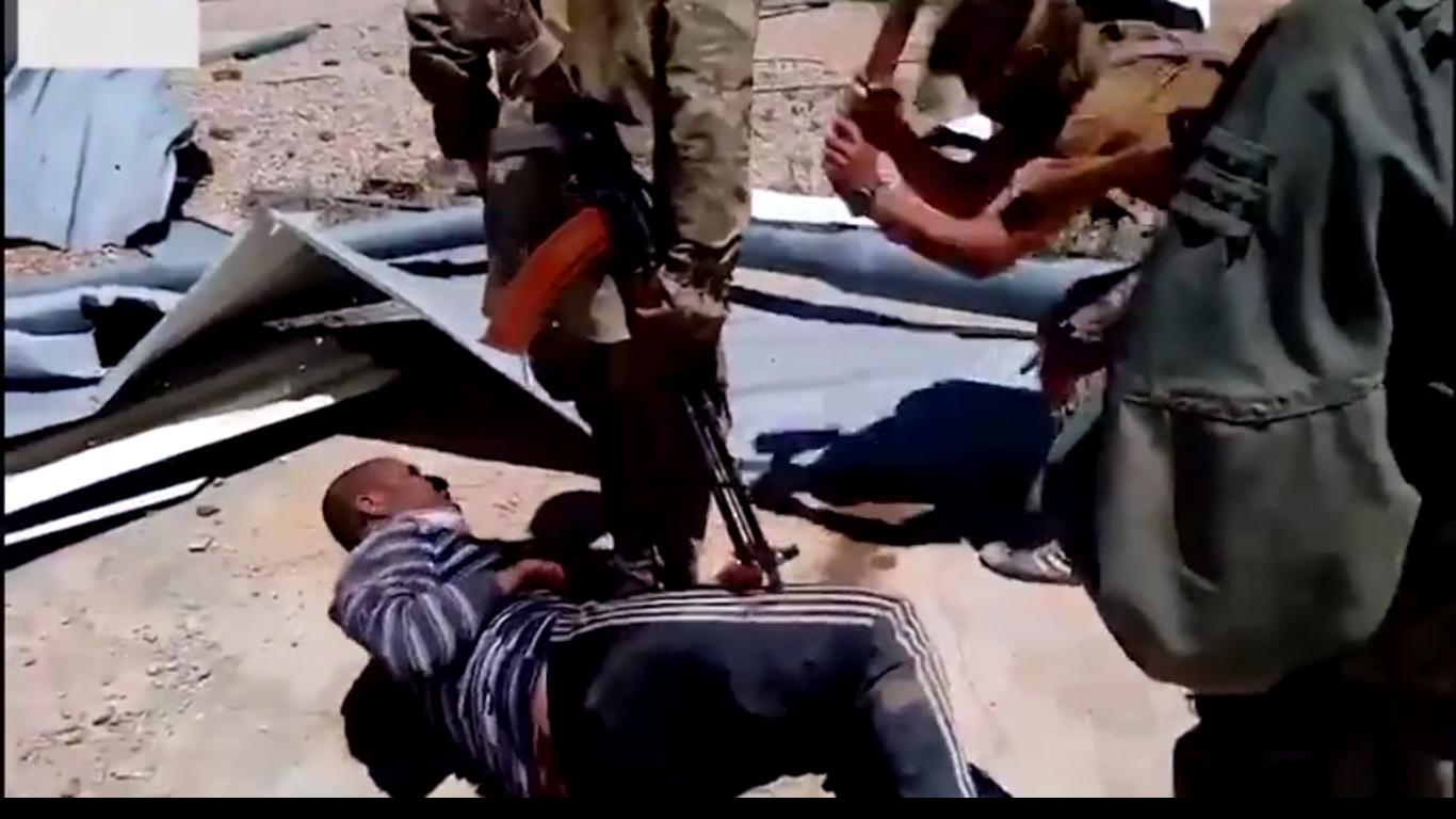 Rus askerlerden Suriyeli sivile balyozlu işkence
