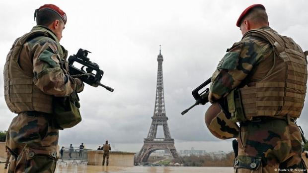 Fransa'da OHAL bir kez daha uzatıldı, 16 cami kapatıldı