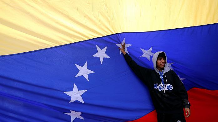 Venezuela'da 'sembolik' referandum: Halkın %95'i Maduro karşıtı