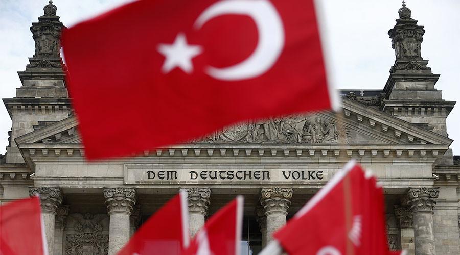 'Türk istihbaratçılar Almanya'da faaliyete geçti'