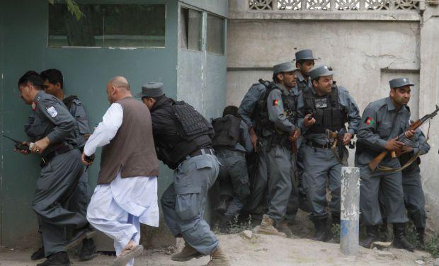 Kandahar'da askeri üsse saldırı: 74 ölü