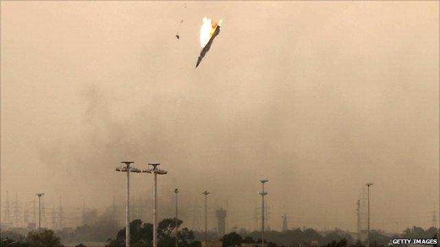 Libyalı muhalifler savaş uçağı düşürdü